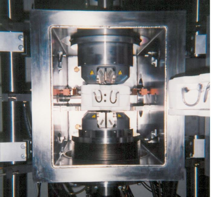 Hot zone for thermomechanical tests